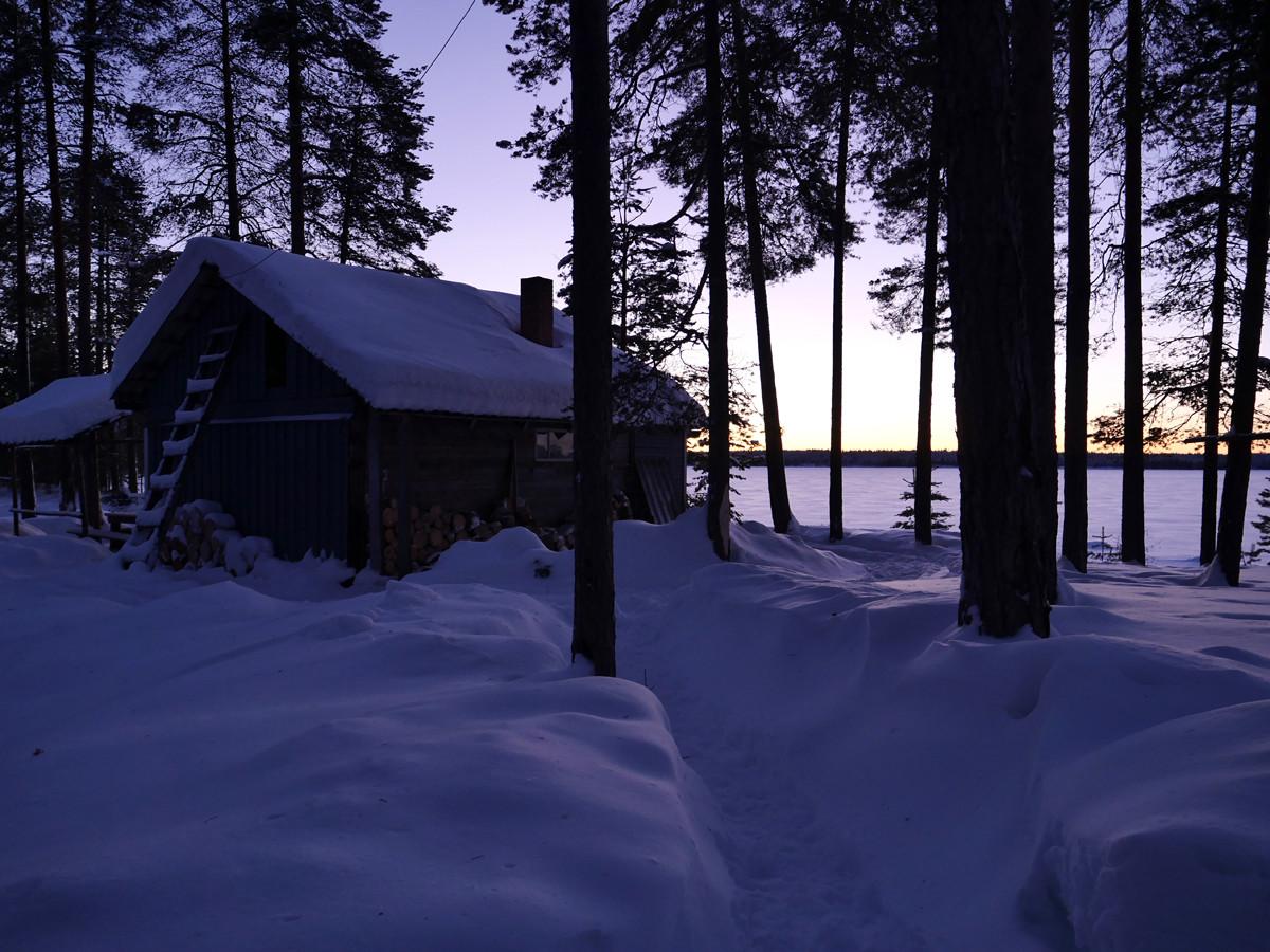 Избушки зимой в Карелии