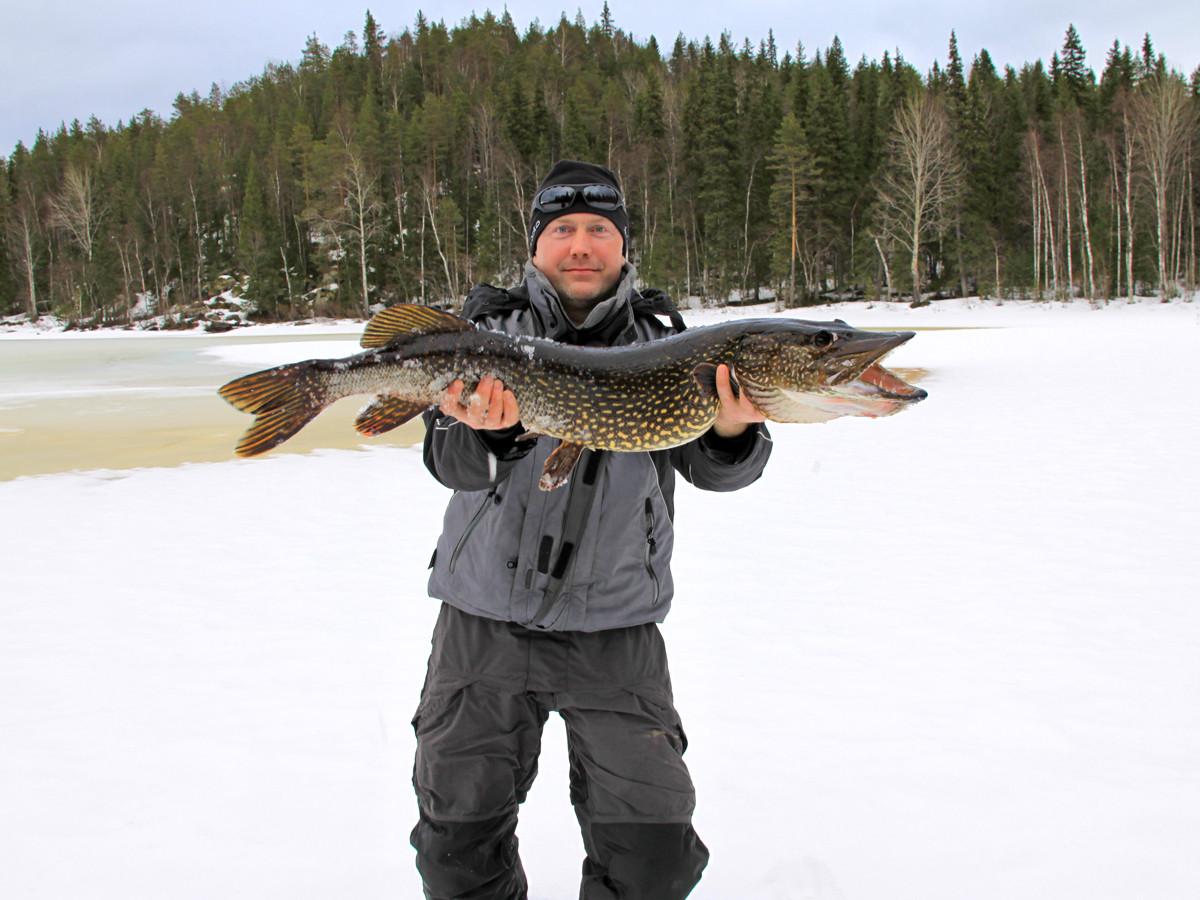 Рыбалка зимой в Карелии на лесных избах