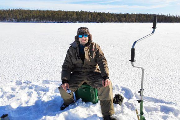 Отдых зимой в Карелии - избушка Приют рыбака