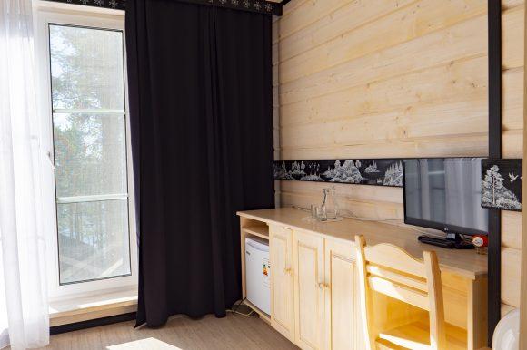 Коттедж в Карелии Полярная Звезда - номер с панорамным окном