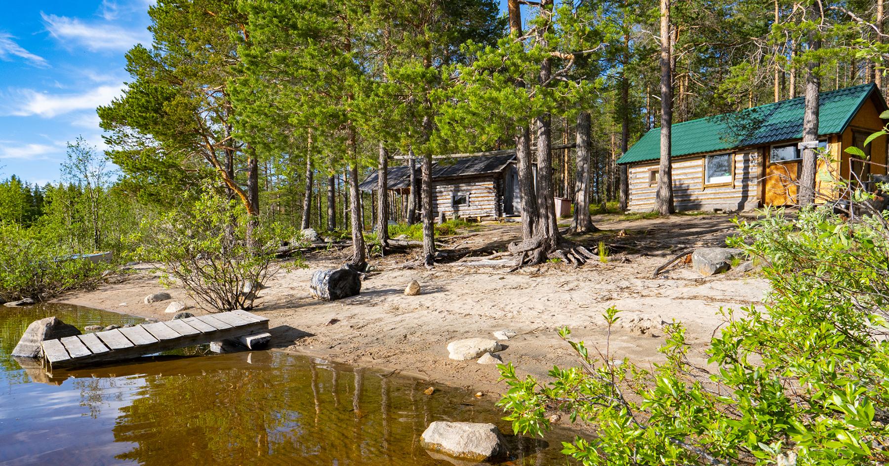Домик в Карелии - избушки на берегу озера в северной Карелии